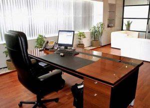 Trang trí bàn làm việc giám đốc